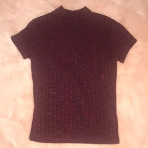 Cropped tee in a nice maroon color!